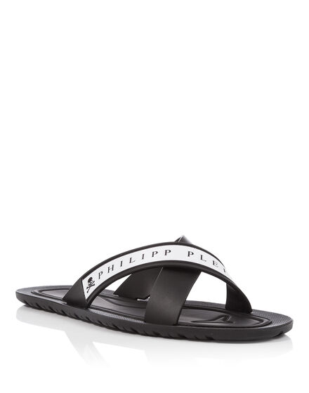 Sandals Flat Frames from the side