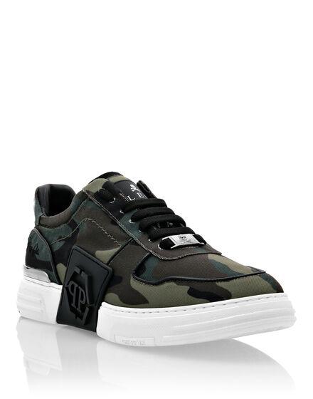 PHANTOM KICK$  Lo-Top Sneakers Camouflage