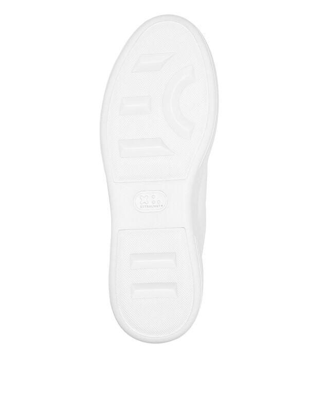 Lo-Top Sneakers The $kull TM